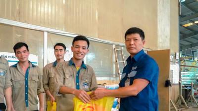 Công ty CP Nhôm Đô Thành tặng hơn 3000 bánh trung thu cho CBCNV