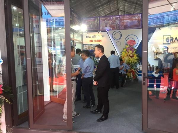 Khách hàng tham quan gian hàng Nhôm Đô Thành tại Vietbuild 2016