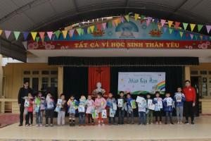 Nhôm Đô Thành chung tay san sẻ yêu thương với học sinh nghèo