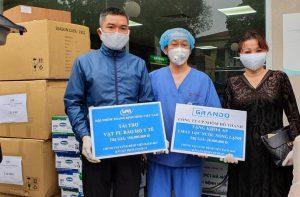 Grando - trao quà tại bệnh viện Bạch Mai
