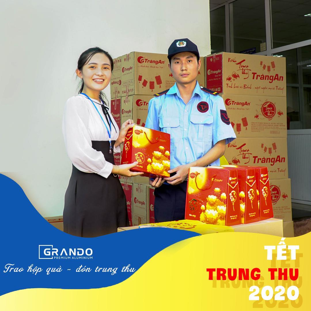 3316 chiếc bánh Trung thu được gửi đến công nhân viên Nhà máy Đô Thành.